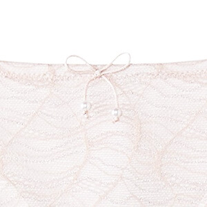 甜美的珍珠綁帶蝴蝶結,提升整體美感