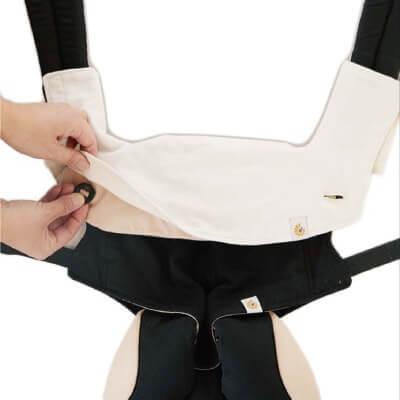Ergobaby360款前背口水巾使用步驟2
