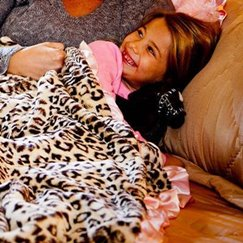 好萊塢明星最愛的動物紋粉邊美洲豹寶寶毯子